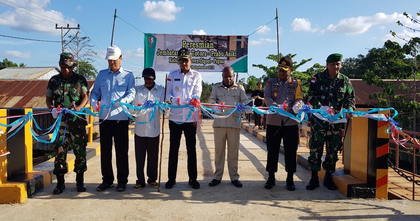 KORINDO Papua Builds Bridge for Rural Community